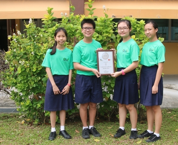 01 Green Club students with Community In Bloom Silver Award (web).JPG