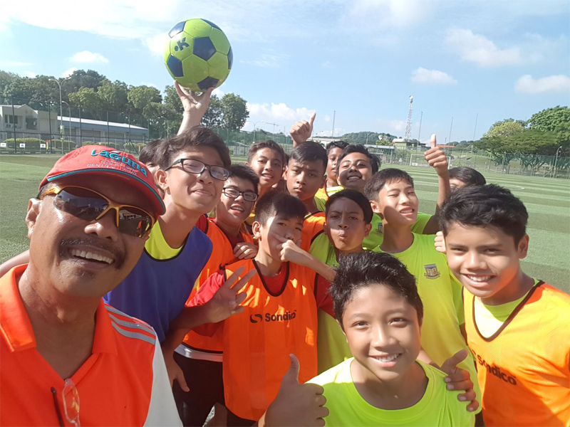 5.Coach Sies with our junior  players!!.jpeg